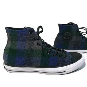 "Men's Converse All Stars ""Woolrich"". Size 9"